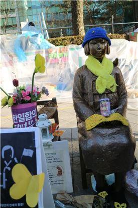 서울 일본대사관 앞 평화의 소녀상.