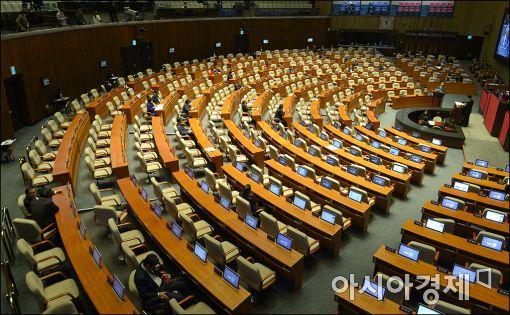 국회 안행위, 선거구 획정안 가결(상보)