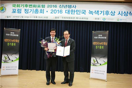 이해식 강동구청장(왼쪽)과 김성곤 국회의원