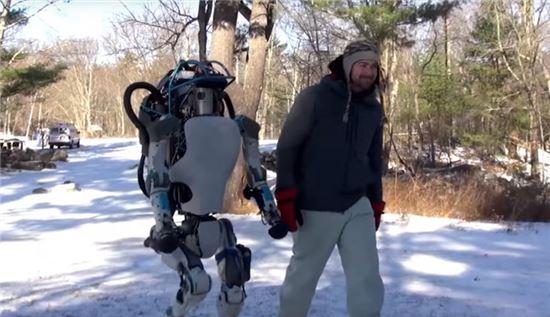 구글, 인간에 더 가까워진 로봇 '애틀라스' 선봬
