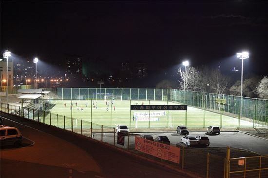 송파구여성축구장 야간 조명