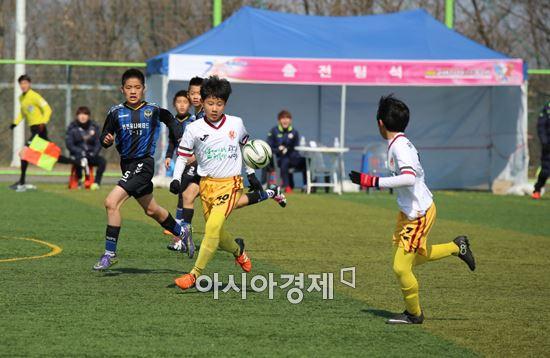 광주FC U-12팀이 전북 군산서 열리고 있는 금석배 전국 축구대회에서 막강한 전력을 과시하며 대망의 결승전에 진출했다. 사진=광주FC U-12
