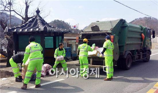 장흥군 장흥읍(읍장 김광렬)은 오는 3월부터 주민불편 해소를 위해 주요 시가지외 33개 외곽마을의 쓰레기 수거를 월 2회에서 월 4회로 확대 실시한다.