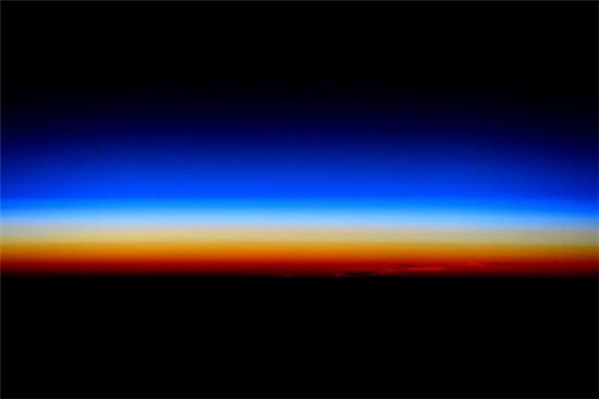 ▲스콧 켈리가 ISS에서 본 5000번째 일출을 자신의 트위터에 올렸다.[사진제공=스콧 켈리]