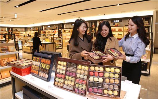 신라아이파크면세점이 28일 지방 특산물과 전통식품, 중소기업 상품이 망라된 '상생협력관'을 열었다.