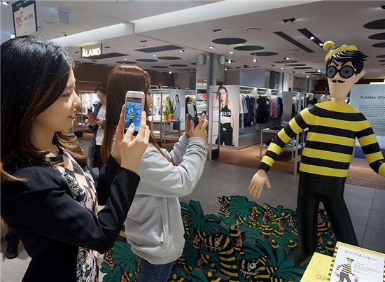 [포토]더현대닷컴, '월리' 사진 모바일앱에 올리면 5만원 상품권 증정