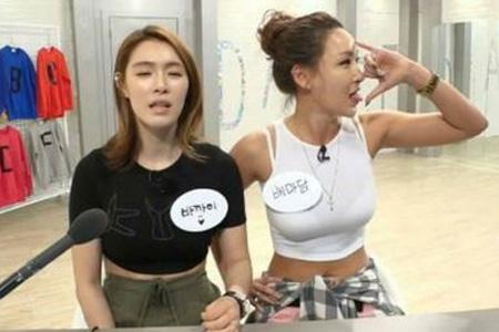 마리텔 배윤정 손가락 욕설 논란. 사진=MBC 마리텔 생방송 화면 캡처.