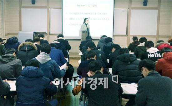 호남대학교 학생상담센터(실장 김미례)는 3월 2일부터 4일까지 신입생 전체 1,666명을 대상으로 교류분석(TA, Transactional Analysis) 성격검사 및 상담을 실시했다.