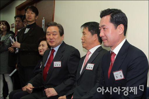 [포토]공천면접 기다리는 김무성 대표