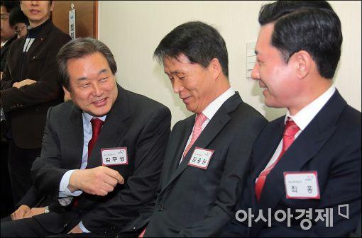 [포토]면접 기다리는 김무성 대표