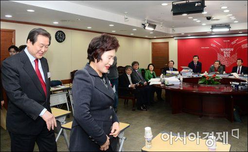 [포토]웃는 김무성 대표