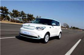 기아차가 18일 제주도에 열리는 국제 전기차 엑스포에 전시하는 쏘울 EV.