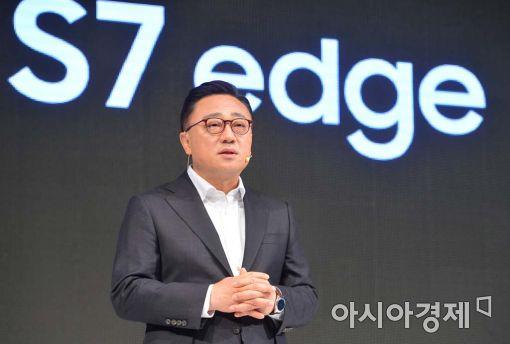 """삼성 갤럭시S7 첫달 판매, S6 대비 25%↑…""""조기출시 전략 통했다"""""""