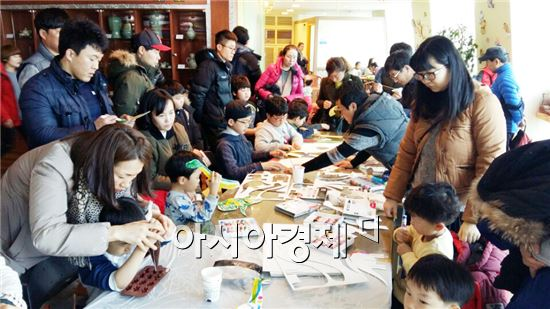 해남군(군수 박철환)은 본격적인 관광철을 앞두고 3월 12일부터 6월 26일까지 4개월간 해남공룡박물관에서 주말 체험 프로그램을 운영한다.