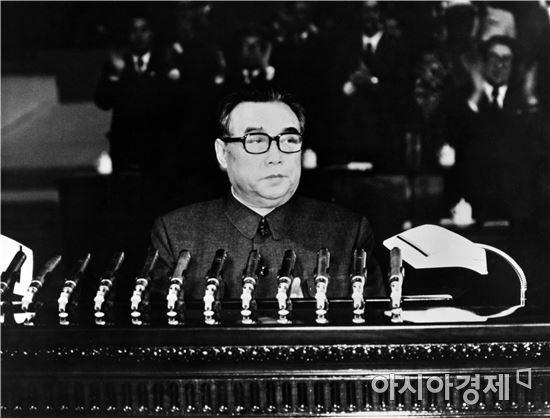 1940~1950년대는 북한이 경제 발전에 대한 자신감을 토대로 남한에 대한 '적화통일', '무력통일'을 노린 공세적 대남정책을 펼친 시기로 평가된다.