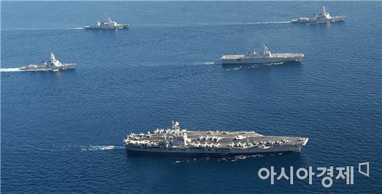 미국의 전략무기인 핵추진 항공모함 존 C. 스테니스호가 13일 한국에 도착했다.