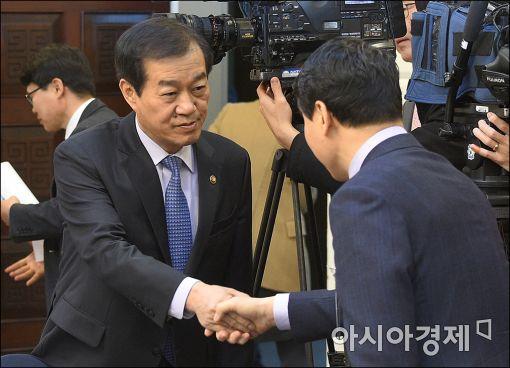 [포토]황인무 국방부 차관, 긴급안보당정 참석