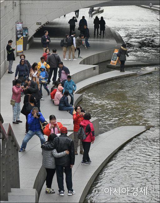 [포토]관광객들로 북적이는 청계천