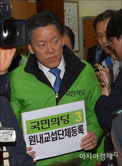 """[포토]국민의당, """"국고보조금 더 받으려 왔습니다"""""""