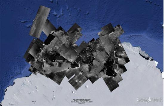 ▲아리랑 5호가 1~2월에 촬영한 서남극해. 점은 아라온 호가 임무 수행을 하는 지역이다.[사진제공=극지연구소/한국항공우주연구원]