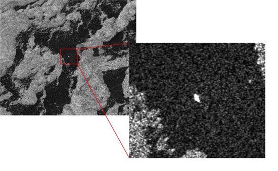 ▲아리랑 5호가 찍은 아라온 호. 작은 점으로 보인다. [사진제공=극지연구소/한국항공우주연구원]