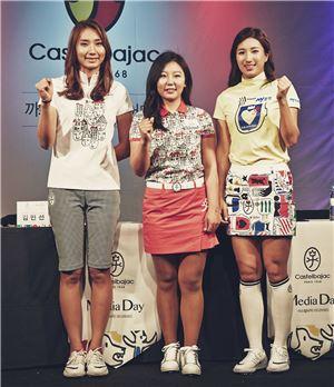 김민선과 김현수, 김다나(왼쪽부터)가 까스텔바쟉 후원 조인식에서 파이팅을 외치고 있다.