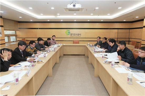 경기도시공사에서 열린 수도권 도시재생협의회 회의 장면