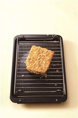 4. 180℃로 예열한 오븐에서 8~10분 정도 노릇노릇하게 굽는다.