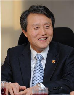 GS건설이 사외이사로 영입한 권도엽 전 국토부장관