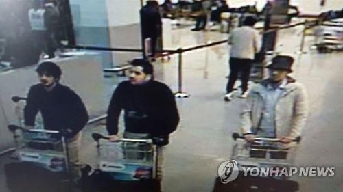 브뤼셀 공항 CCTV에 찍힌 폭탄테러 용의자 3명. 사진=연합뉴스