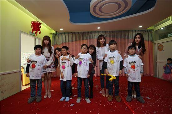 KOTRA는 한류스타 크레용팝과 함께 24일 중국 정저우시 장애우 재활센터를 방문하여 사회공헌 활동을 진행했다.