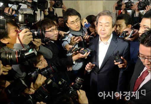 [포토]굳게 입다문 김무성 대표
