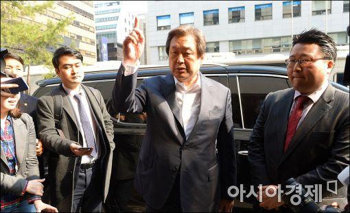 """[포토]김무성 """"당헌·당규 수호"""""""