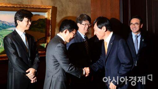[포토]인사하는 이주열 한은 총재