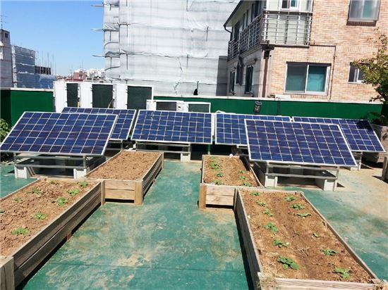 건물 옥상에 설치한 미니태양광