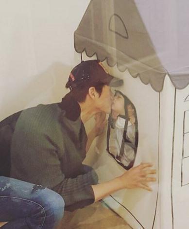 유지태와 아들. 사진=김효진 인스타그램