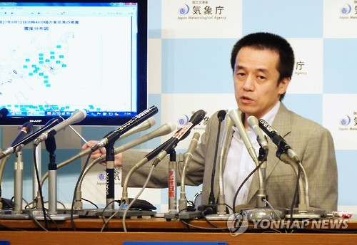 지진 메커니즘 설명하는 일본 기상청 당국자. 사진=교도 연합뉴스