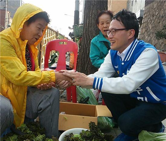 20대 총선 서울 은평갑에 출마한 박주민 변호사(사진 오른쪽).