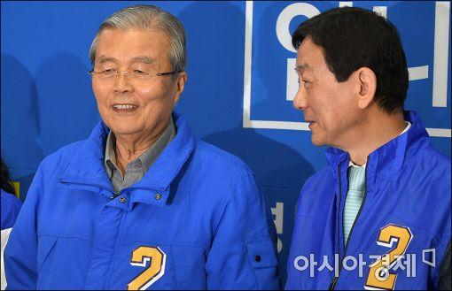 [포토]이야기하는 김종인·진영