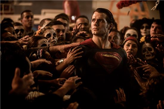 영화 '배트맨 대 슈퍼맨: 저스티스의 시작' 스틸 컷