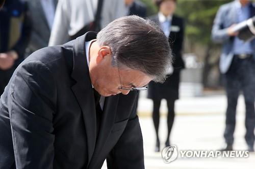 광주 방문한 문재인. 출처=연합뉴스