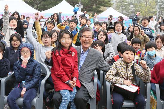 산업은행, 봄꽃축제 개최