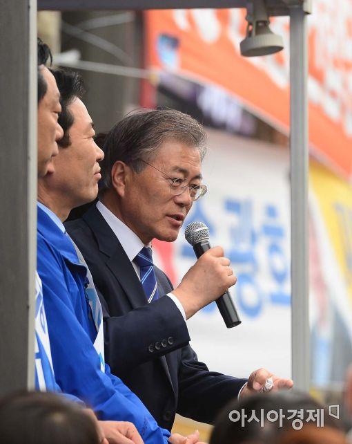 [포토]서울지역 지원 유세 나선 문재인 전 대표