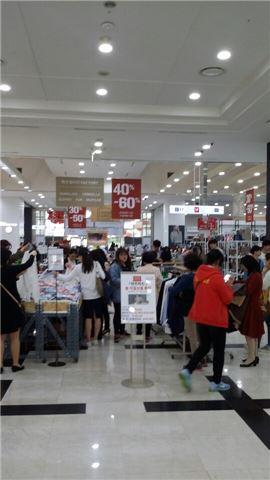 국내 한 쇼핑몰에서 할인행사가 진행되고 있다. (위 사진은 기사 내용과 무관함)
