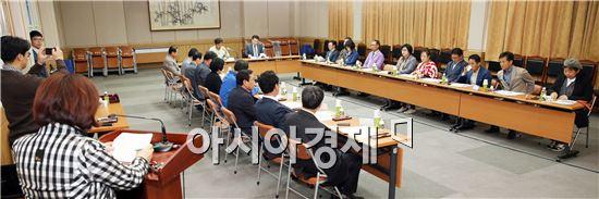 (재)장흥국제통합의학박람회 조직위(위원장 김 성)는 지난 6일 장흥군청 회의실서 군민 중심의 홍보 인적네트워크를 활용한 '추진위원회 분과위원장 회의'를 개최했다