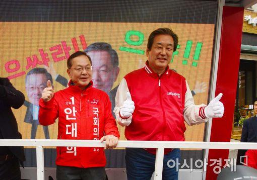 20대 총선 서울 마포갑에 출마한 안대희 전 대법관(사진 왼쪽)