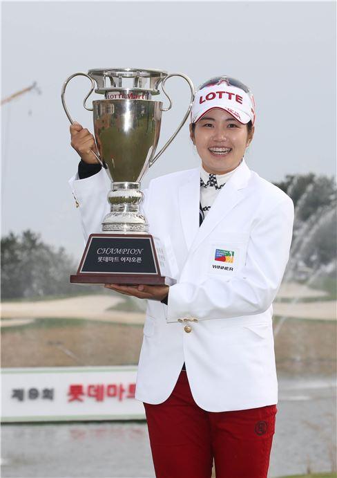 롯데마트, 장수연 선수 우승 기념 '봄맞이 골프대전 진행'