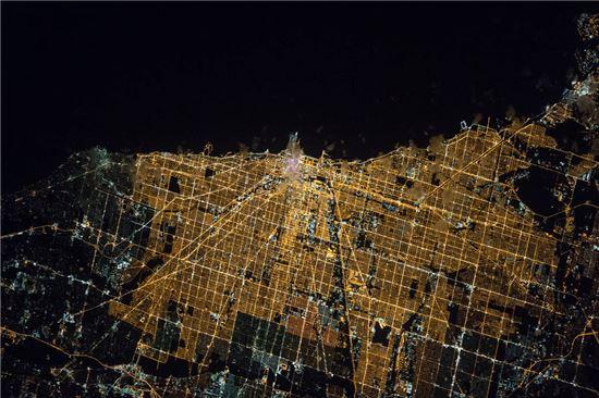 ▲시카고의 밤이 빛나고 있다.[사진제공=NASA]