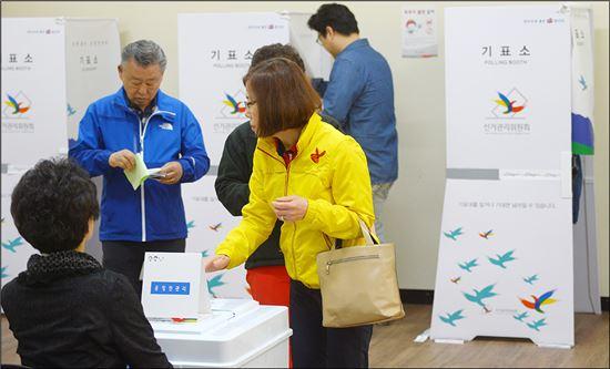 유권자들이 투표에 나서고 있다. (사진=아시아경제 DB)