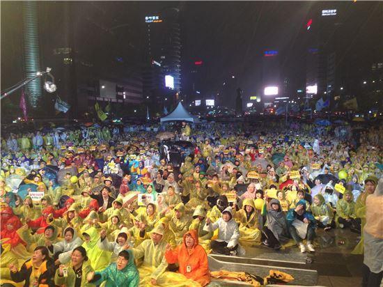 ▲세월호2주기 광화문 추모제에 참여한 시민들